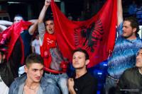 Alcuni tifosi di del pugile Orial Kolaj durante un match