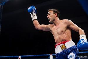 Emiliano Marsili esulta sul ring dopo la vittoria