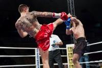Manuele Raini in high kick su Guglielmo Carata a Invictus Arena