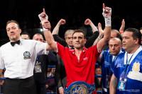 Emiliano Marsili alza il braccio dopo la vittoria del titolo europeo EBU contro Luca Giacon