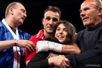 Emiliano Marsili festeggia con la figlia sul ring